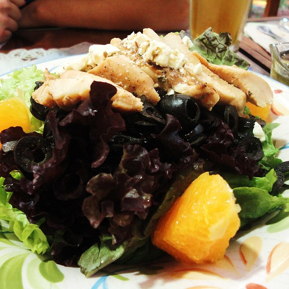 Grilled Chicken and Oranges Salad with Black Olive Dressing