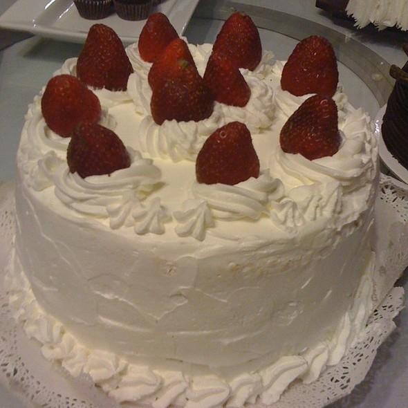 strawberry shortcake @ Mogu Japanese Shinsen Bar & Grill