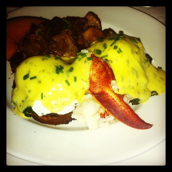 #lobster #bendict @atlanticgrill  porn ie stagram #brunch #picoftheday #yum #yummy #instadaily #instafood @ Atlantic Grill East Side