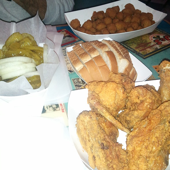 fried chicken @ Eischen's Bar