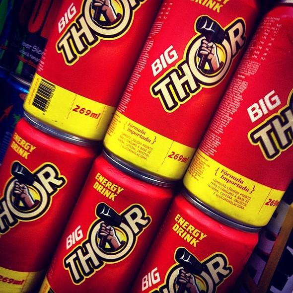 a bebida oficial dos #avengers #thor #theavangers  #picforfun #energydrink #funny