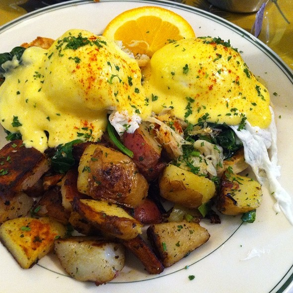 Eggs Benedict @ Mama's On Washington Square