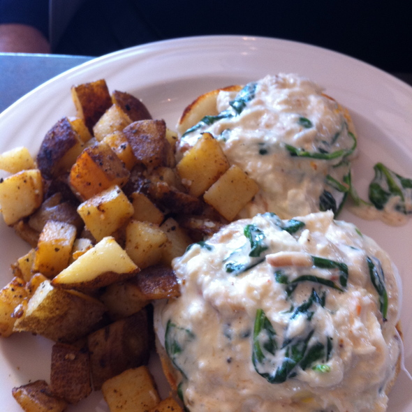 Poached Eggs with Blue Crab Spinach Cream Sauce @ The Lobby
