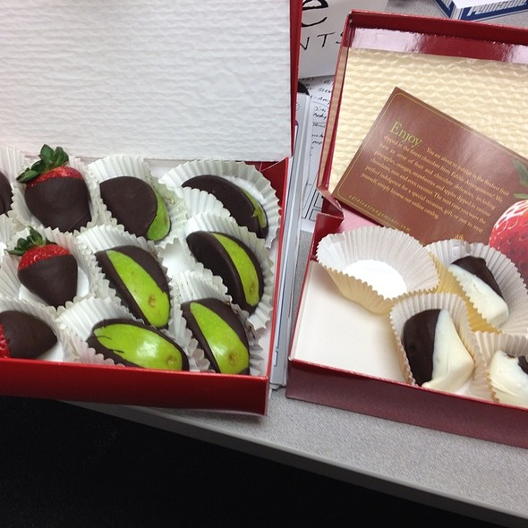 Chocolate Dipped Strawberries & Apples @ Edible Arrangements