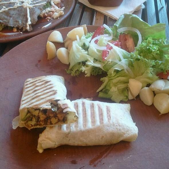 Al Pesto Chicken Wrap @ Cofetarika
