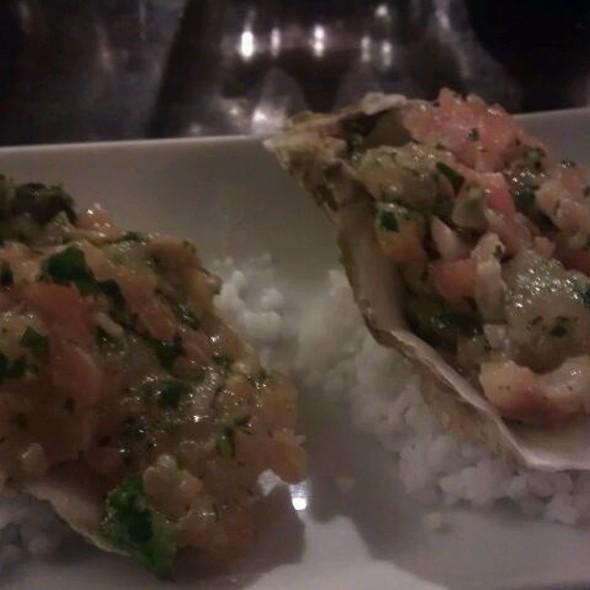 Tartare de saumon, hûitres et bar relevé au gingembre @ Cafe Constant