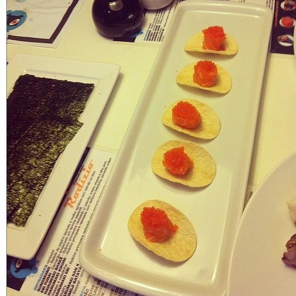Sushi De Ova De Capelin Sobre Batata Assada @ Kikoni Japa Food