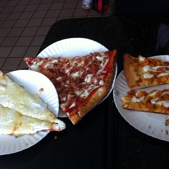 White Pizza, Bacon With Ranch, Buffalo Chicken  @ Vincenzo's Pizzeria