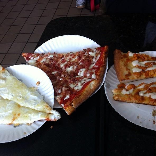 White Pizza, Bacon With Ranch, Buffalo Chicken  @ Vincenzo's Pizzeria