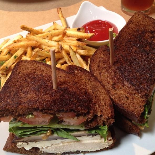 Chicken Sandwich @ Citrus City Grille