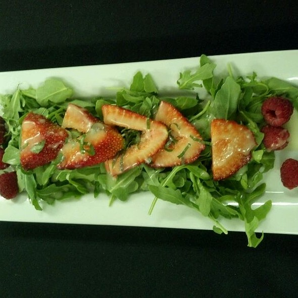 Baby Arugula & Berries Salad