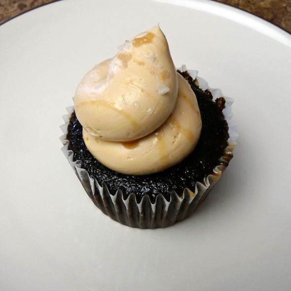 Caramel & Sea Salt Cupcake @ Cupkates