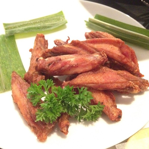 Fried Chicken Wings @ Greyhound Cafe @TST
