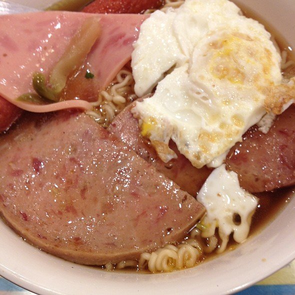 Noodles With Luncheon Meat And Egg @ Kam Wah Cafe