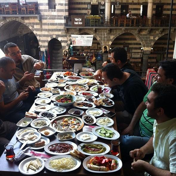 Kahvaltı @ Mustafa Kahvalti Dunyasi