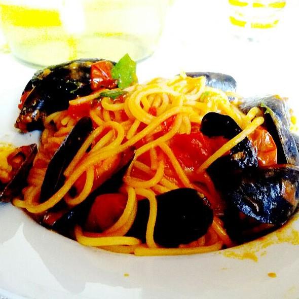 Spaghetti  con Cozze @ Ristorante Villa dei Poeti