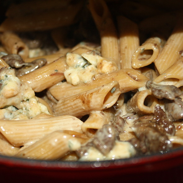 Penne With Mignon and Gorgonzola Cheese