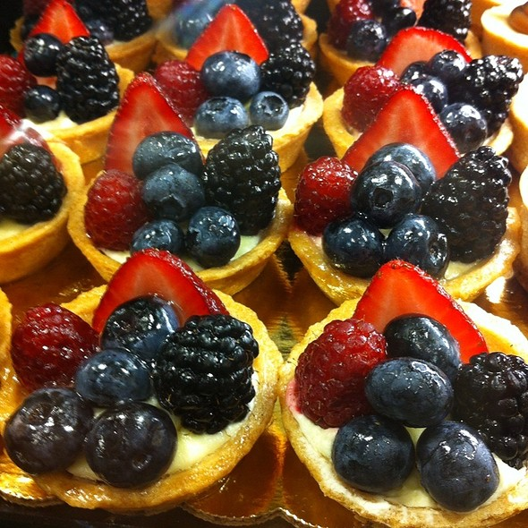 Whole Foods Market - Callowhill - Mini Fresh Fruit Tart - Foodspotting