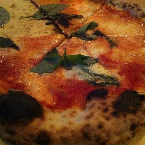 Pizza Margherita @ Meter