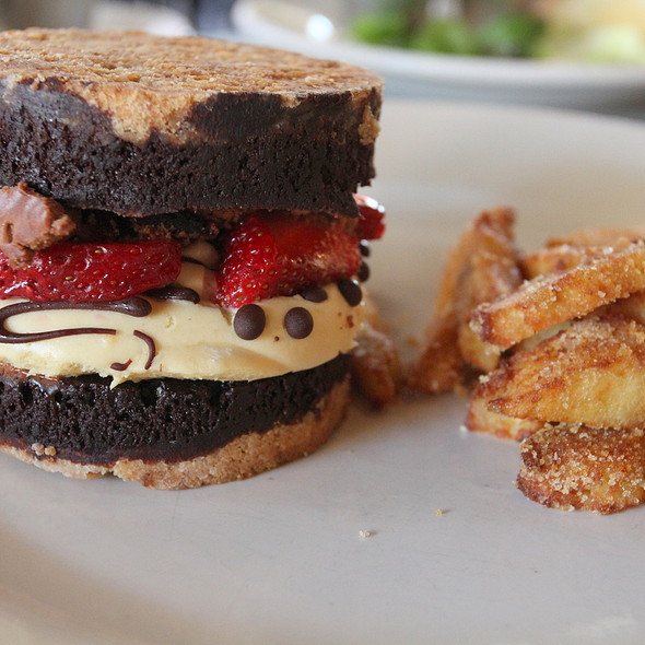 Dessert Burger @ The Eatery