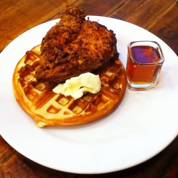 Chicken and Waffles @ Foode