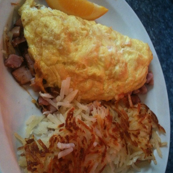 Ham And Cheese Omelet @ Luxury Diner