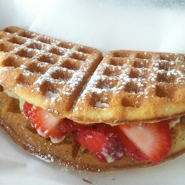 Strawberry Irish Cream Creme Brulee @ The Waffle Bus