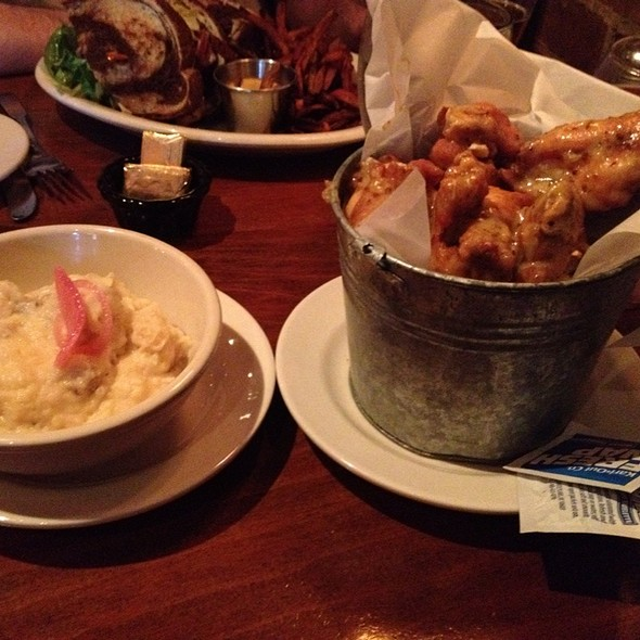 Garlic Mash Potatoes & Honey Mustard Chicken Wings @ Bobcat Cafe