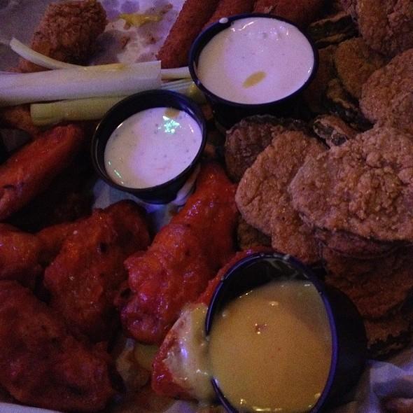 Sampler Platter - Dick's Last Resort - Nashville, Nashville, TN