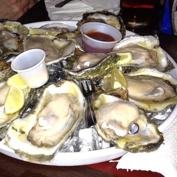 Raw Gulf Oysters @ BB's Cafe