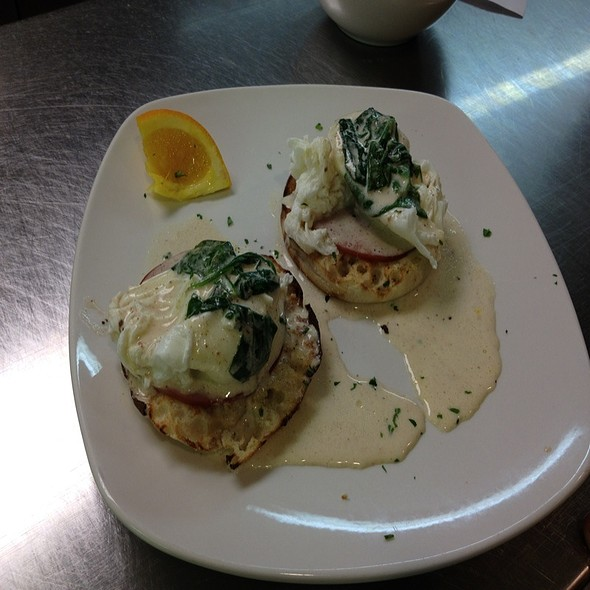 Eggs Florentine @ Bella Cucina