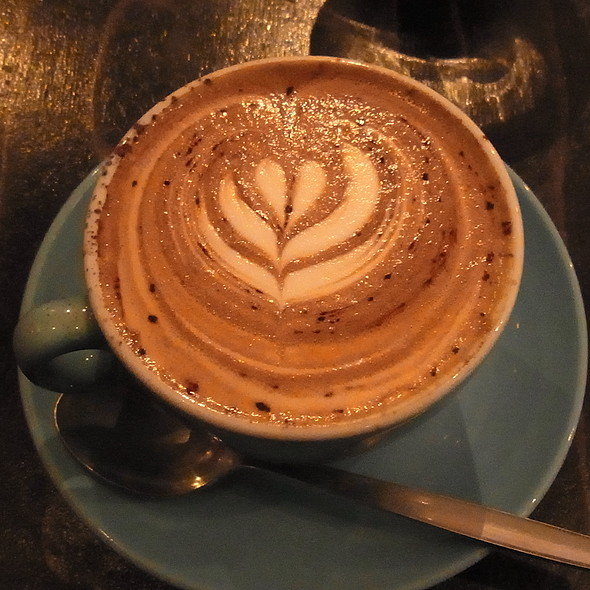 Cappuccino @ Flat White