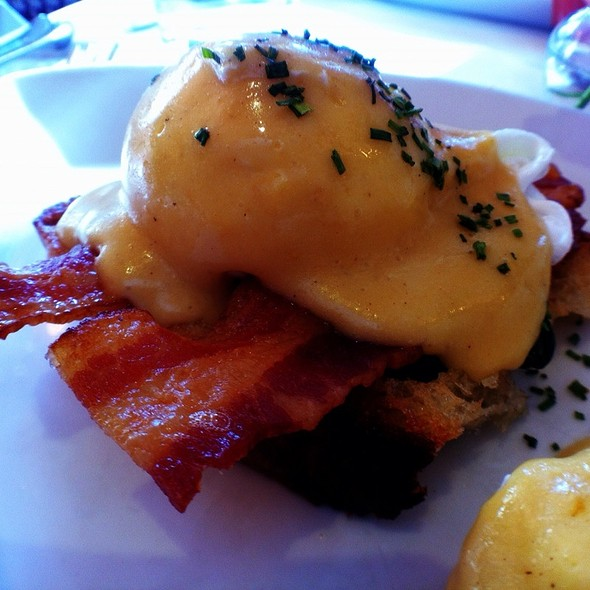 BC Benny (Eggs Benedict) - The Schoolhouse at Cannondale, Wilton, CT