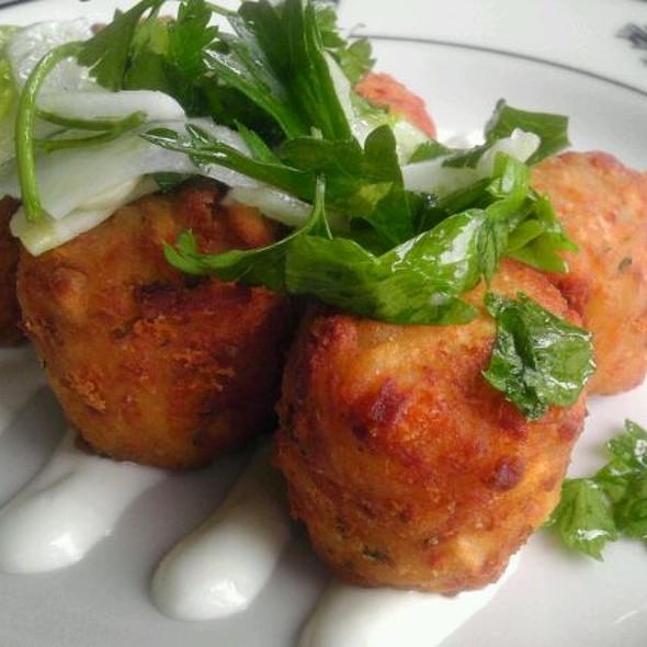 Dungeness Crab & Bay Shrimp Tater Tots @ Steelhead Diner