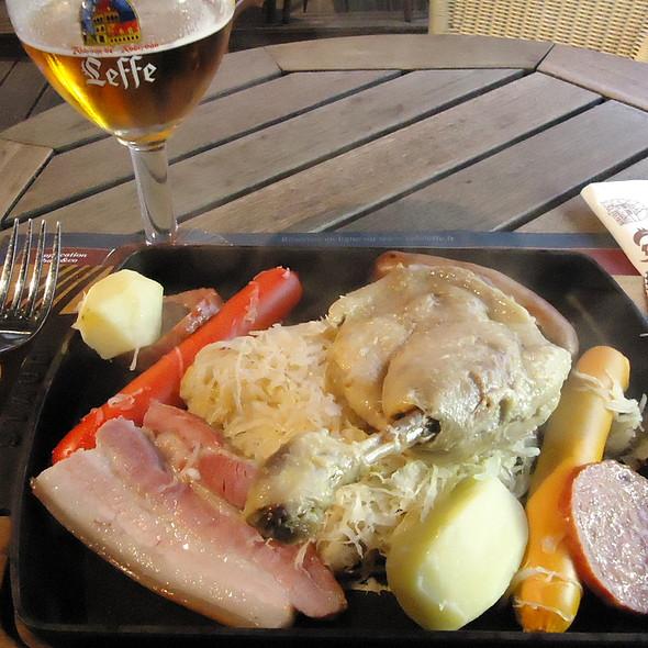 Choucroute D'Alsace au Confit de Canard @ Cafe Leffe Rennes