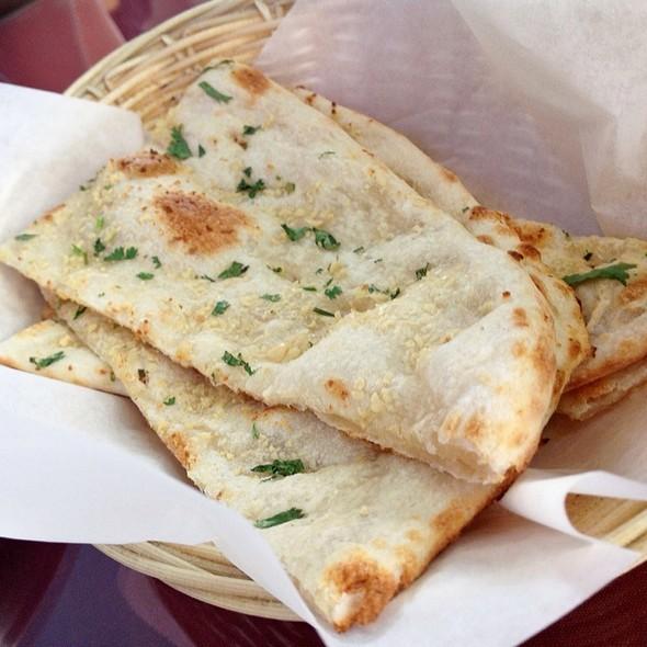 garlic naan - Himalayan Cafe, Pasadena, CA