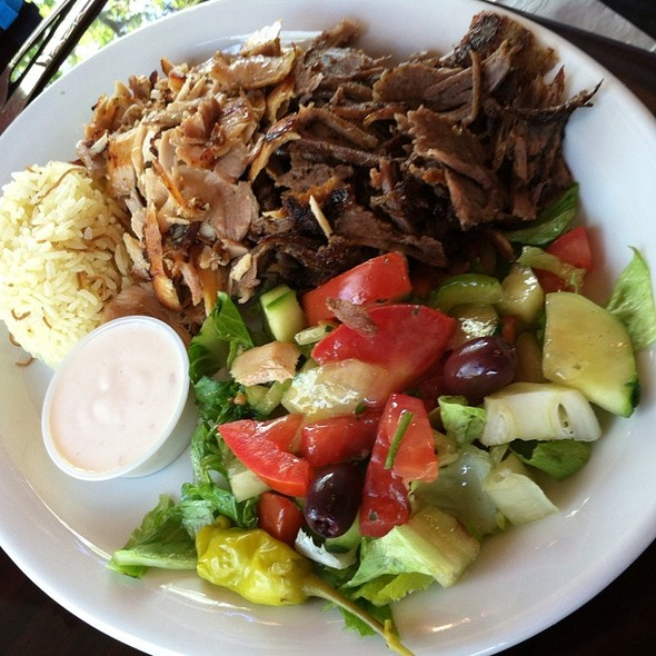 Combo Gyro/Chicken Plate @ Gyros Gyros