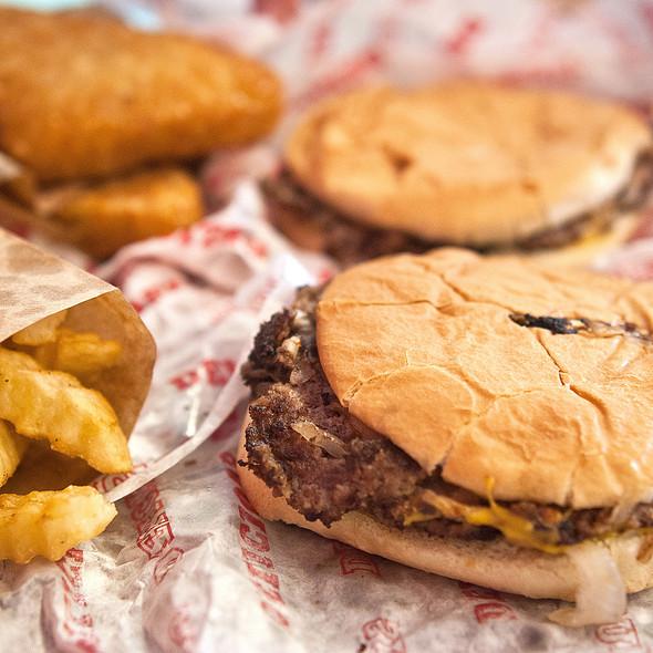 Cheeseburger @ Hinkle's Hamburgers