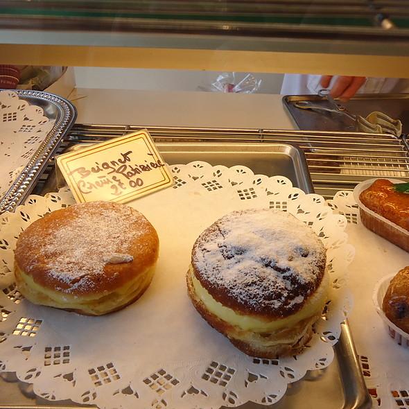 Beignet Crème Patisière @ Boulangerie Patisserie Guihard