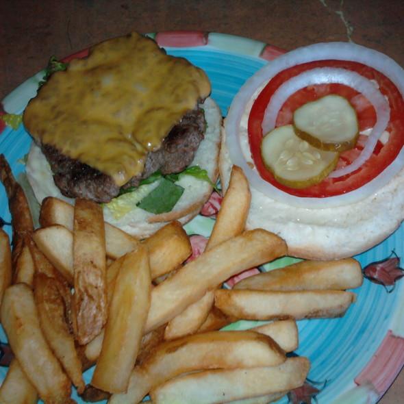 Cheeseburger @ Zola's Pub and Grill