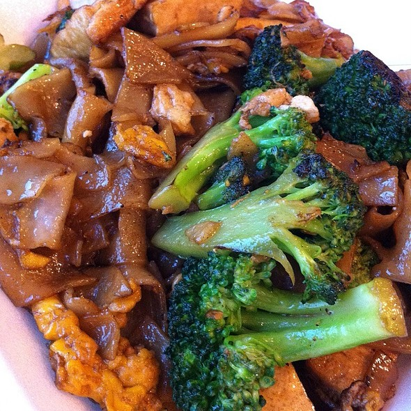 Vegetarian Pad Sew Ew @ Jackpot Tasty Thai-Chinese Food To Go