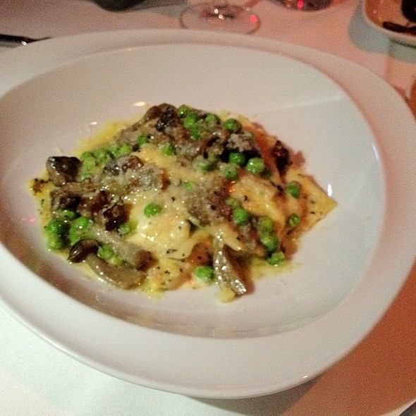 At Dee Lincolns Media Dinner Tonight Agnolotti With Mascarpone Ricotta Mushrooms Peas And Fois Gras Dining Room Bubble Bar