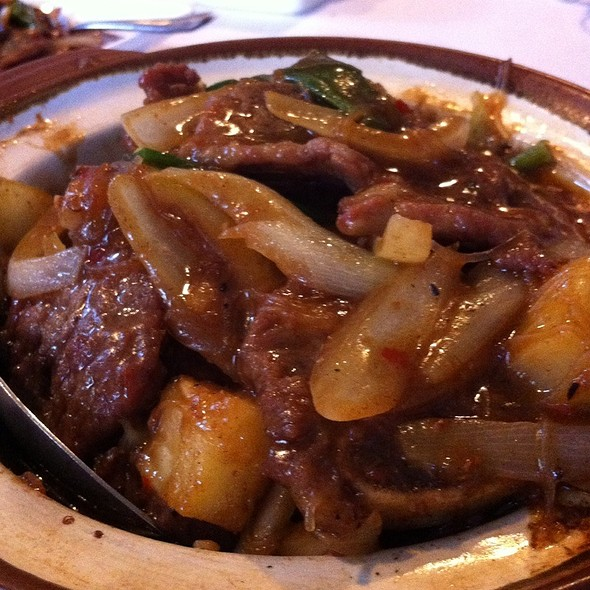 Satay Beef Ribs In Clay Pot