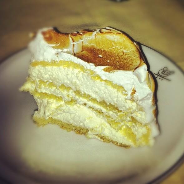 Cipriani Vanilla Meringue Cake