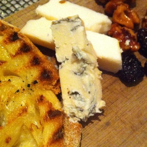 Il Tagliere Di Formaggi Assortiti (Two Cheese Assortment & Condiments) - Drago Centro, Los Angeles, CA