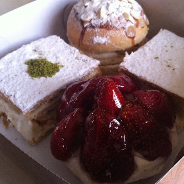Desserts @ Gülpembe Pastaneleri