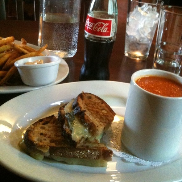 Grilled Cheese & Tomato Soup @ Cafe Genevieve