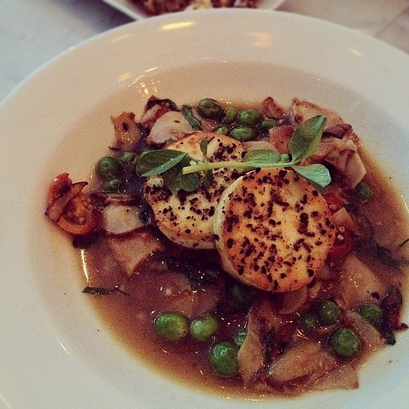 fazzoletti: nebrodini mushroom, pan roasted tofu, english peas, & basil. another dish i really enjoyed tonight.  #vedge #vegetarian @ Vedge