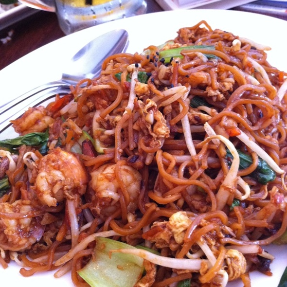 Fried Yee Mee With Seafood @ Calorie Restaurant (HK Style)