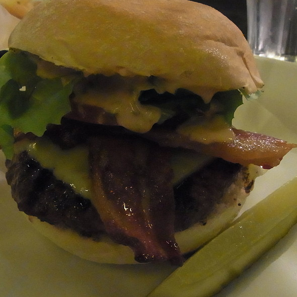 Burger @ Byron
